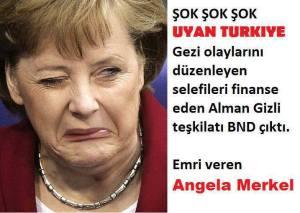 """Auf einem Bild mit Angela Merkels verzogenem gesicht, steht: """"Schock schock schock! Wach auf Türkei! Die Unruhen vom Gezi-Park sind vom BND organisiert worden, die auch die Salafisten finanzieren. Den Auftrag gab Angela Merkel!"""""""
