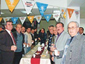 AKP-Feier mit türkischem Raki