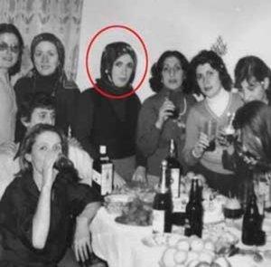 Emine Erdogan mit trinkfesten Freundinnen