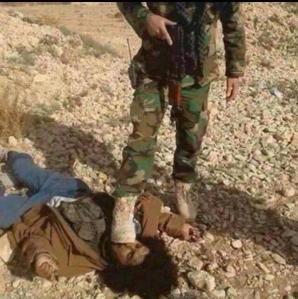 Mit dem Fuß auf dem Gesicht einer Leiche. Der kurdische Peshmerga hat das Vertrauen der SPD/CDU