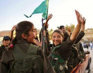 Eine PKK/PYD Einheit aus Mädchen, lächeln für die Propaganda