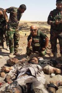 Vielleicht würde dieser Peshmerga mit Frau Merkel und Herrn Gabriel ein Gruppenfoto machen