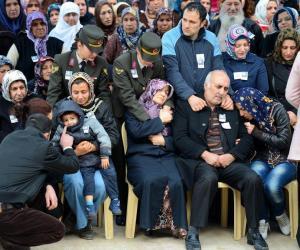 Familienangehörige trauern um Mehmet Dogan, er wurde am 7. Januar 2013 von der PKK in Cukurca ermordet.